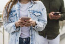 ติดโทรศัพท์ วางมือจาก Smartphone ไม่ได้ เล่นแต่โซเชียลมีเดีย จนไม่มีเวลาให้ครอบครัว การงานเสีย ความสัมพันธ์กับแฟนไม่ดี ฯลฯ ปัญหาใหญ่ใกล้ตัวของคนยุค 4.0